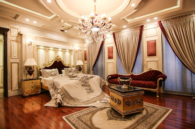 Habitación royal royal de lujo con cama