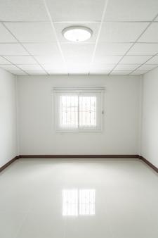 Habitación vacía con ventana