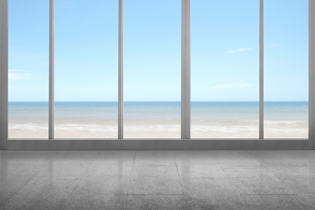 Habitación vacía con vista al mar y playa