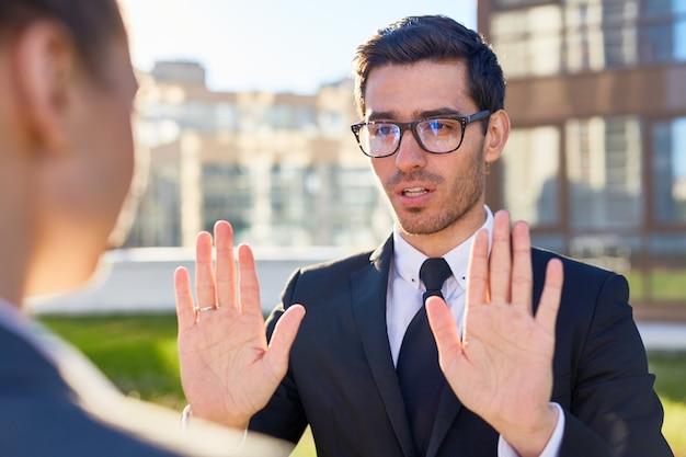 Hablar con un compañero de trabajo