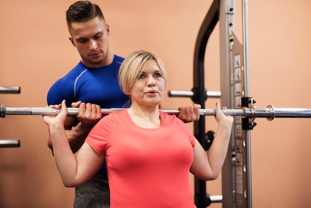 Hacer ejercicio en el gimnasio