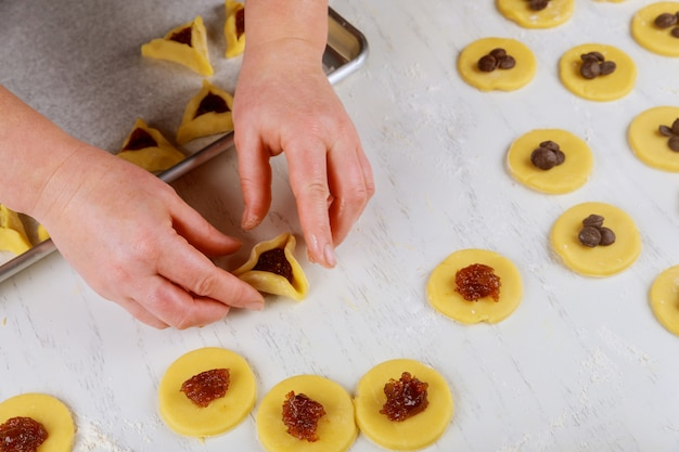 Hacer galletas hamentaschen para purim