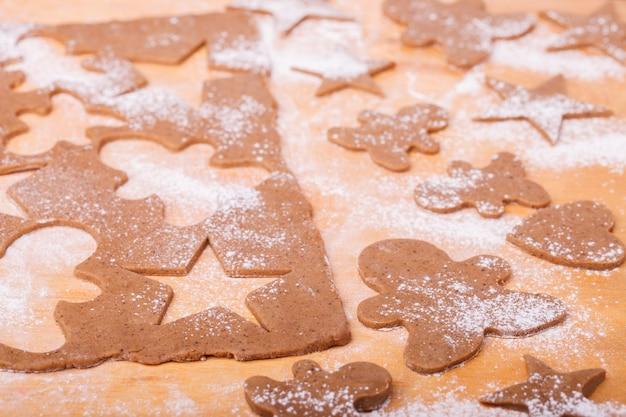 Hacer galletas de jengibre. hornear navidad