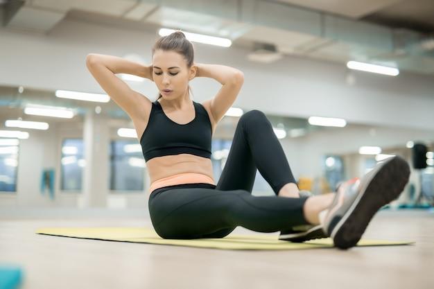 Haciendo ejercicio en el piso