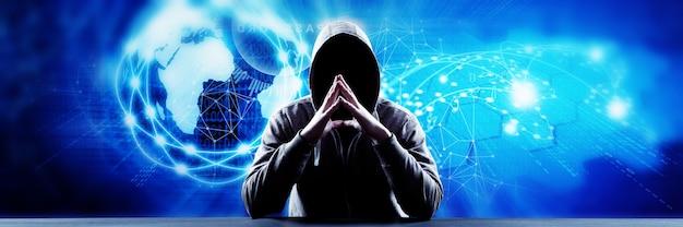 Hacker imprime un código en el teclado de una computadora portátil para ingresar al ciberespacio