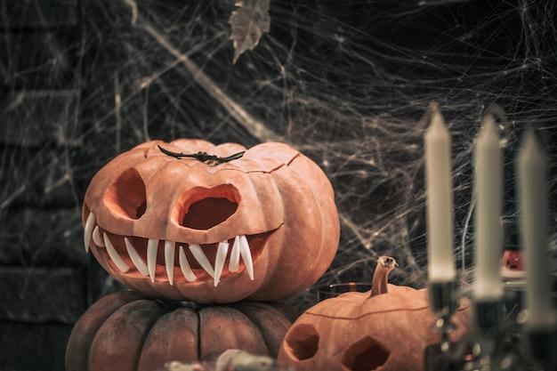 Halloween, elementos de decoración y atributos de la fiesta.