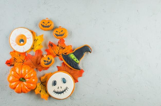 Halloween con galletas, calabaza, hojas