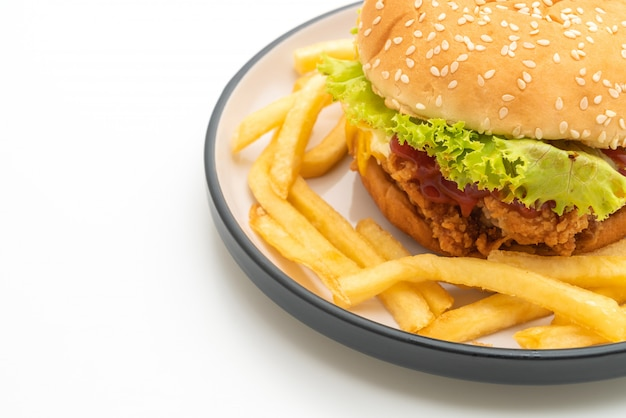 Hamburguesa de pollo frito aislado en blanco