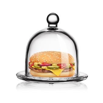 Hamburguesa con queso clásica en tarro de campana de vidrio transparente aislado sobre fondo blanco.