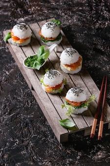 Hamburguesas de arroz y sushi