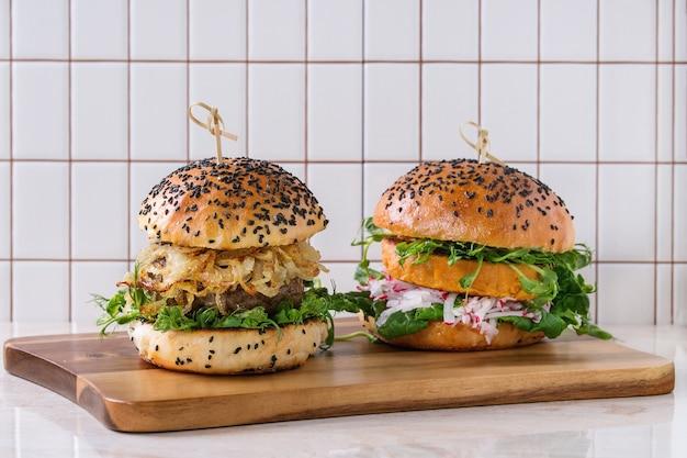 Hamburguesas de carne y verduras