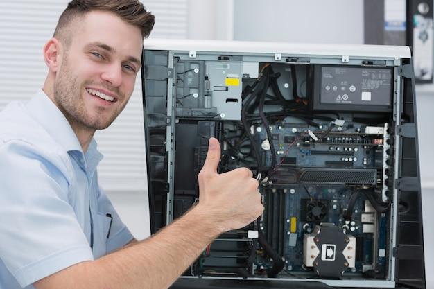 Hardware gesticular profesionalmente pulgares arriba por cpu abierta
