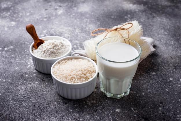 Harina de arroz sin gluten, fideos y leche no láctea