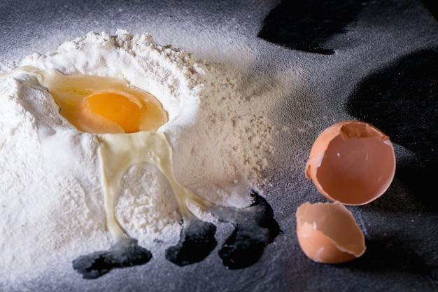 Harina y huevos