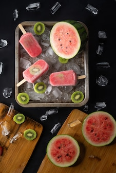 Helado casero con frutas