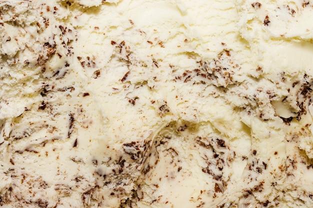 Helado de primer plano extremo de vainilla y chispas de chocolate