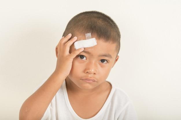 Herida en la cabeza de un niño