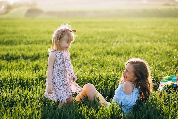 Hermanas en el campo