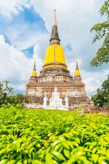 Hermosa arquitectura antigua histórica de ayutthaya en tailandia
