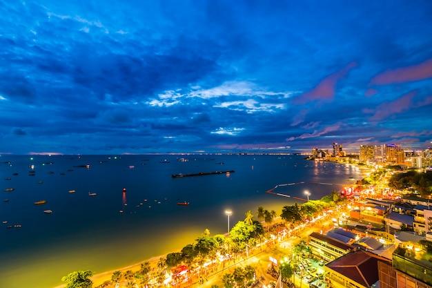 Hermosa arquitectura en la ciudad de pattaya tailandia