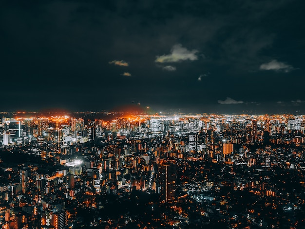 Hermosa arquitectura y construcción del paisaje urbano de tokio