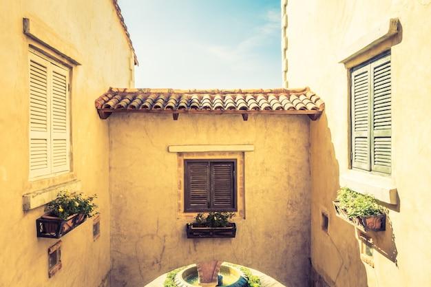 Hermosa arquitectura estilo italia