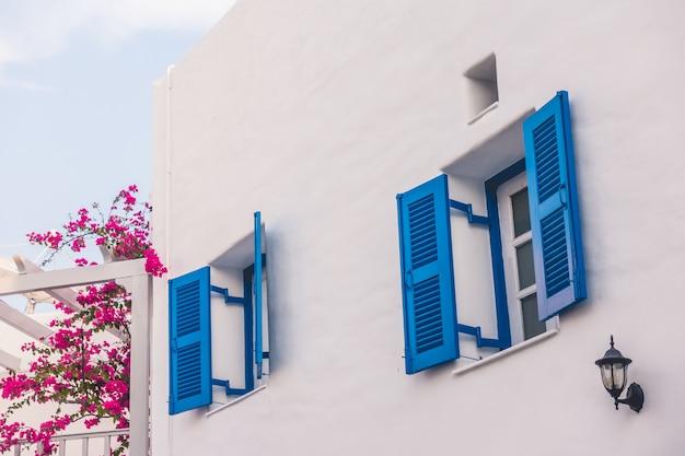 Hermosa arquitectura con estilo santorini y grecia