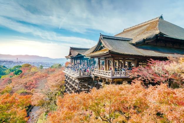 Hermosa arquitectura de kiyomizu-dera kioto, japón