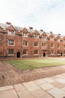 Hermosa arquitectura st. john's college en cambridge, reino unido.