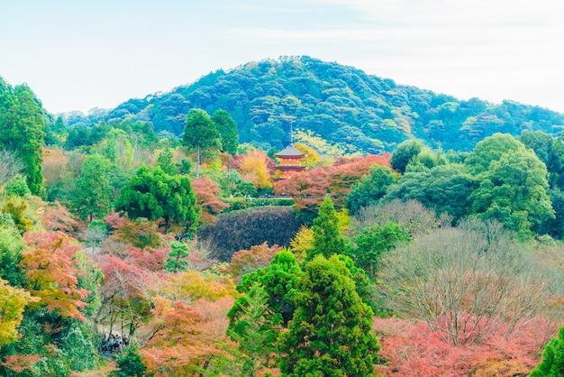 Hermosa arquitectura en el templo de kiyomizu en kyoto japón