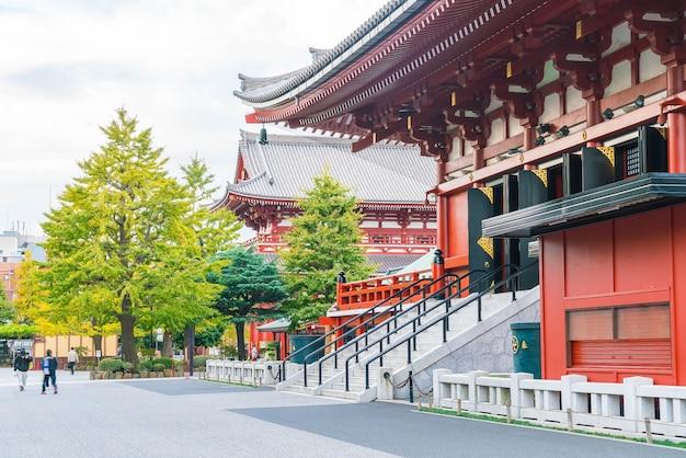 Hermosa arquitectura en el templo de sensoji alrededor del área de asakusa en japón