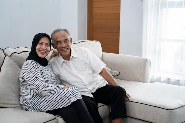 Hermosa asiático musulmán maduro pareja