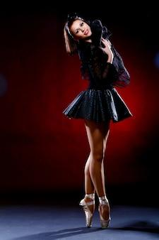 Hermosa bailarina bailando ballet