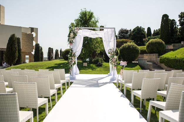 Hermosa boda saliente creado