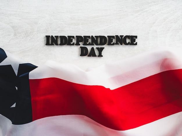 Hermosa y brillante tarjeta para el día de la independencia. de cerca