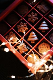 Hermosa caja navideña con chocolates naturales