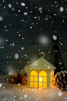 Hermosa casa de navidad