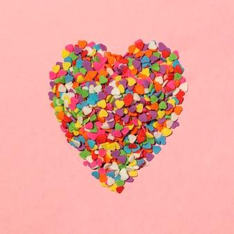 Hermosa composición de amor en rosa