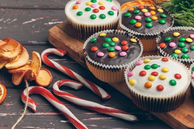 Hermosa composición de cocina navideña de dulces tradicionales de vacaciones