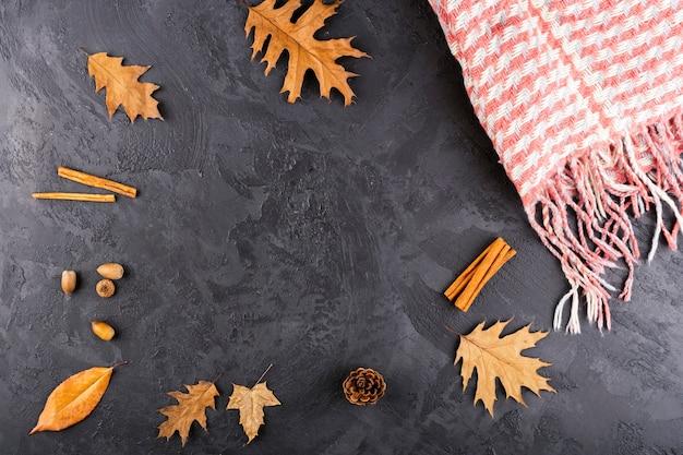 Hermosa composición de otoño con espacio de copia