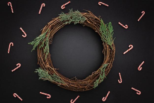 Hermosa corona de navidad de madera