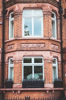 Hermosa fachada antigua en londres