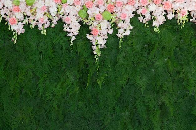 Hermosa flor y fondo de hoja verde para la decoración de la boda