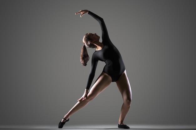 Hermosa formación de bailarines