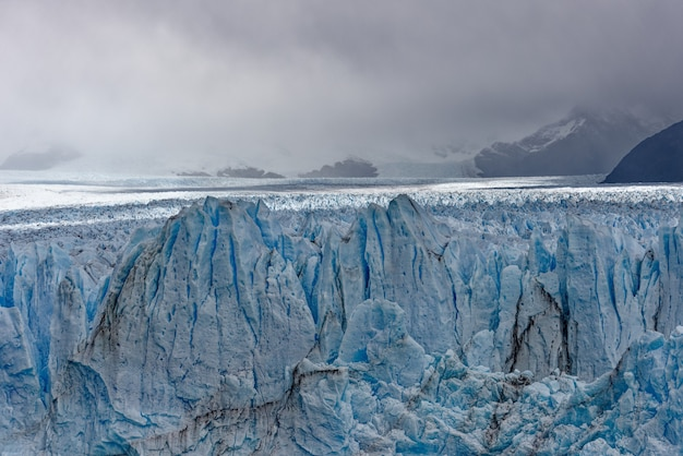 Hermosa foto de grandes glaciares de hielo azul