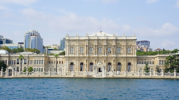 Hermosa foto del palacio de dolmabahce en turquía