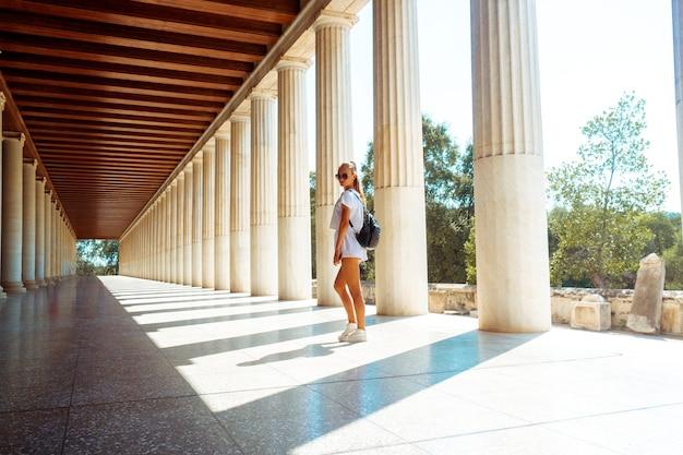 Hermosa joven en la antigua grecia