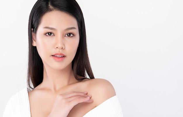 Hermosa joven asiática con piel limpia y fresca, cuidado facial, tratamiento facial, cosmetología, belleza, retrato de mujeres asiáticas,