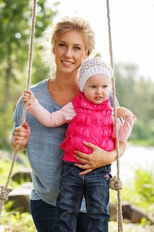 Hermosa madre con hija