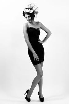 Hermosa modelo en imagen nupcial vintage